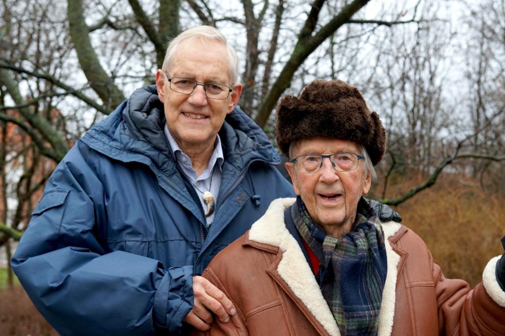2018: Æresmedlem Jens Bjerre(96) og Kaare Vagner(72) ved Peter Freuchens varde ved Langelinje ved den årligehøjtidelighed. Fotograf Henrik Højmark